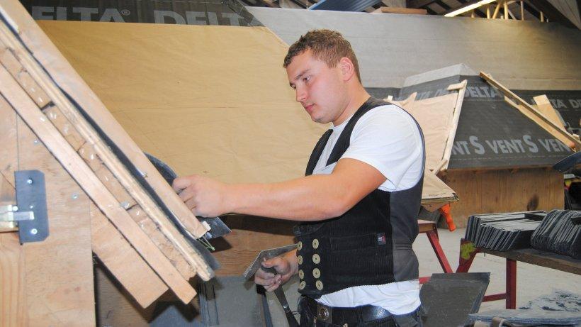 vize weltmeister der dachdecker lernte in eslohe nachrichten aus meschede eslohe bestwig und. Black Bedroom Furniture Sets. Home Design Ideas