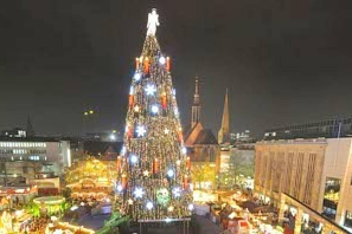 Dortmund Weihnachtsbaum.Geheimnisvoller Weihnachtsbaum Bau Zu Dortmund Wr De Dortmund