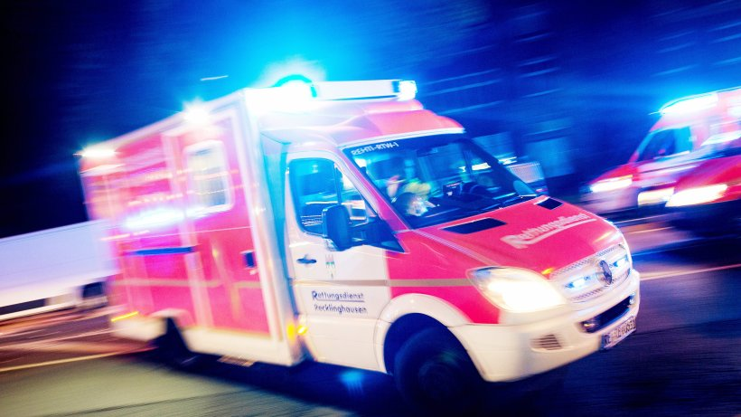 Unfall-Mann-wird-in-Velbert-von-einem-Linienbus-berrollt
