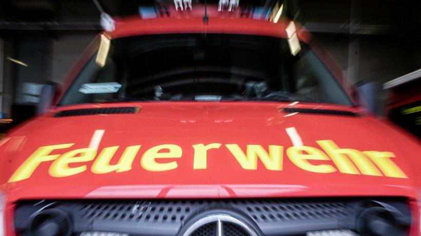 Unfall-Elfj-hriger-l-uft-vor-ein-Einsatzfahrzeug-der-Feuerwehr