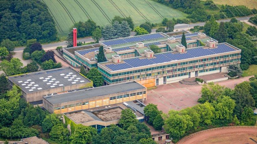 Schule-Wasserrohrbruch-legt-Schulbetrieb-in-Holthausen-lahm