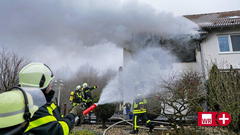 feuerwehr-sirenen-in-schwelm-wohnhaus-brennt-in-linderhausen