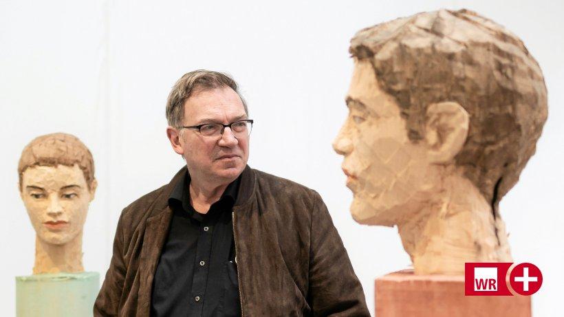 Stephan Balkenhols Spiegel aus Holz im Lehmbruck-Museum
