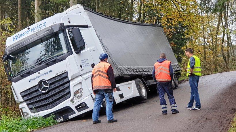 Lkw kommt von Fahrbahn ab – Straße zum Jäckelchen gesperrt