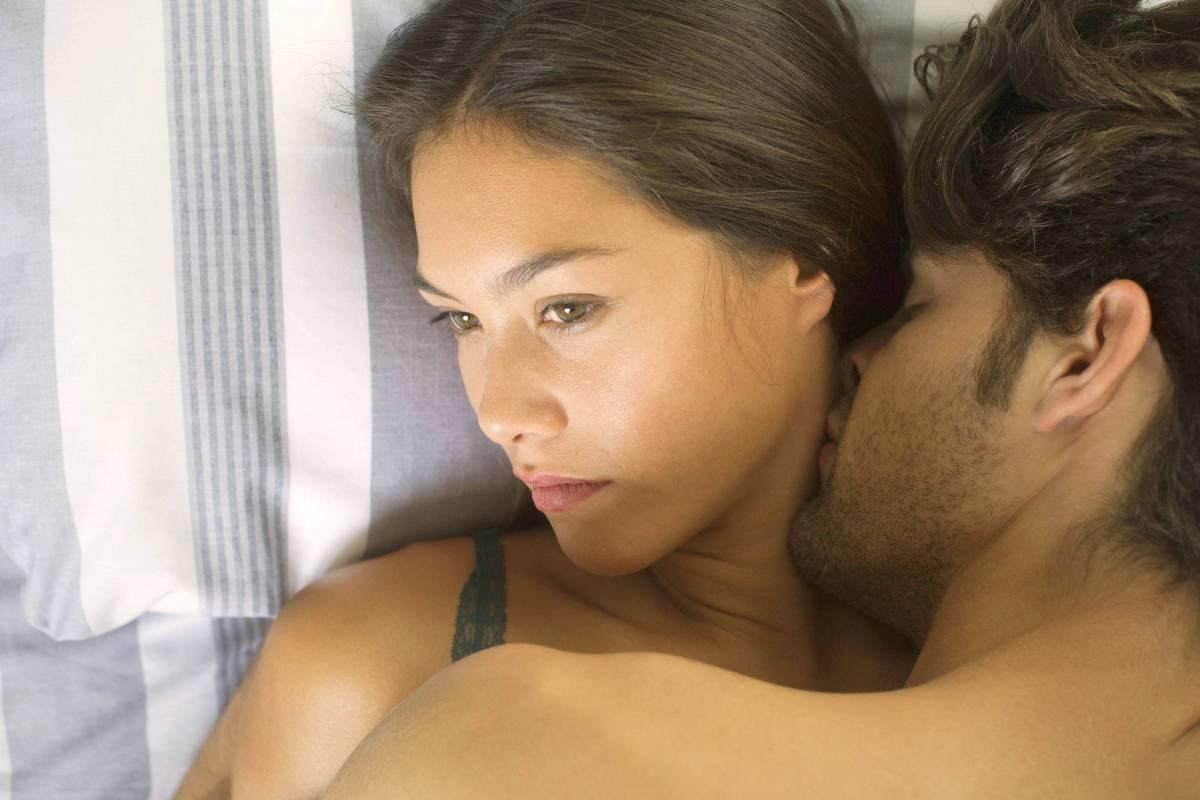 Bindung lesbischer Sex-Szene Schwarze Ebenholzlesben quietschen