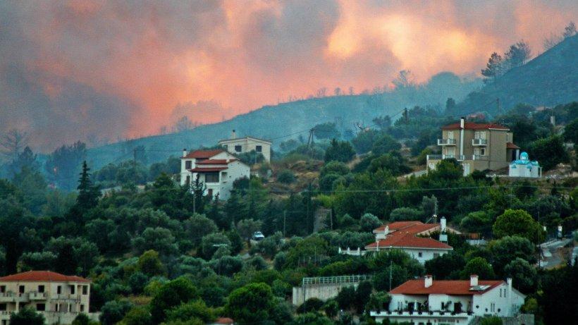 waldbr-nde-br-nde-in-griechenland-mehrere-hotels-auf-samos-evakuiert